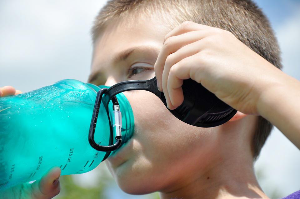 Сколько пластика проникает в наш организм