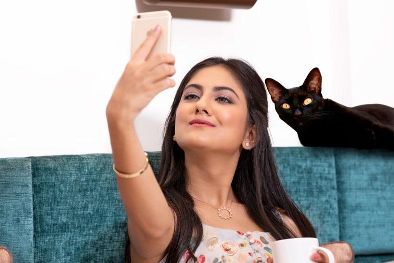 Селфи с черной кошкой