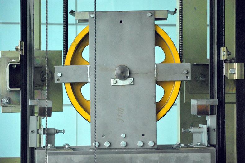 Подъемный механизм электрического лифта