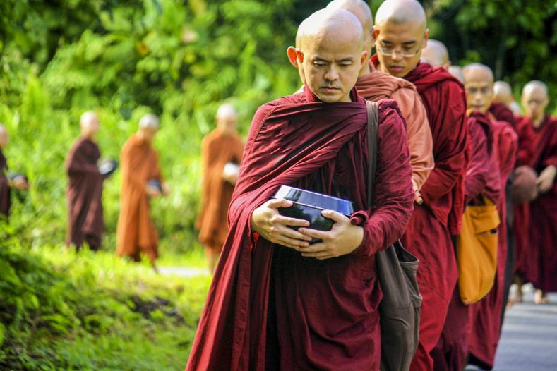 Буддизм. Монахи