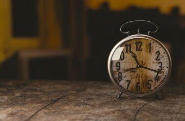 Куда спешат часы